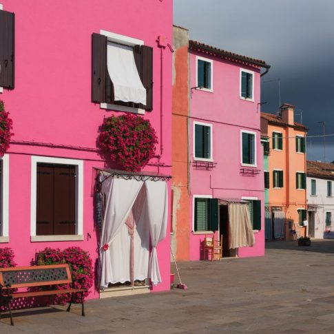 Colorful Buildings in Burano Italy - Pix on Trips