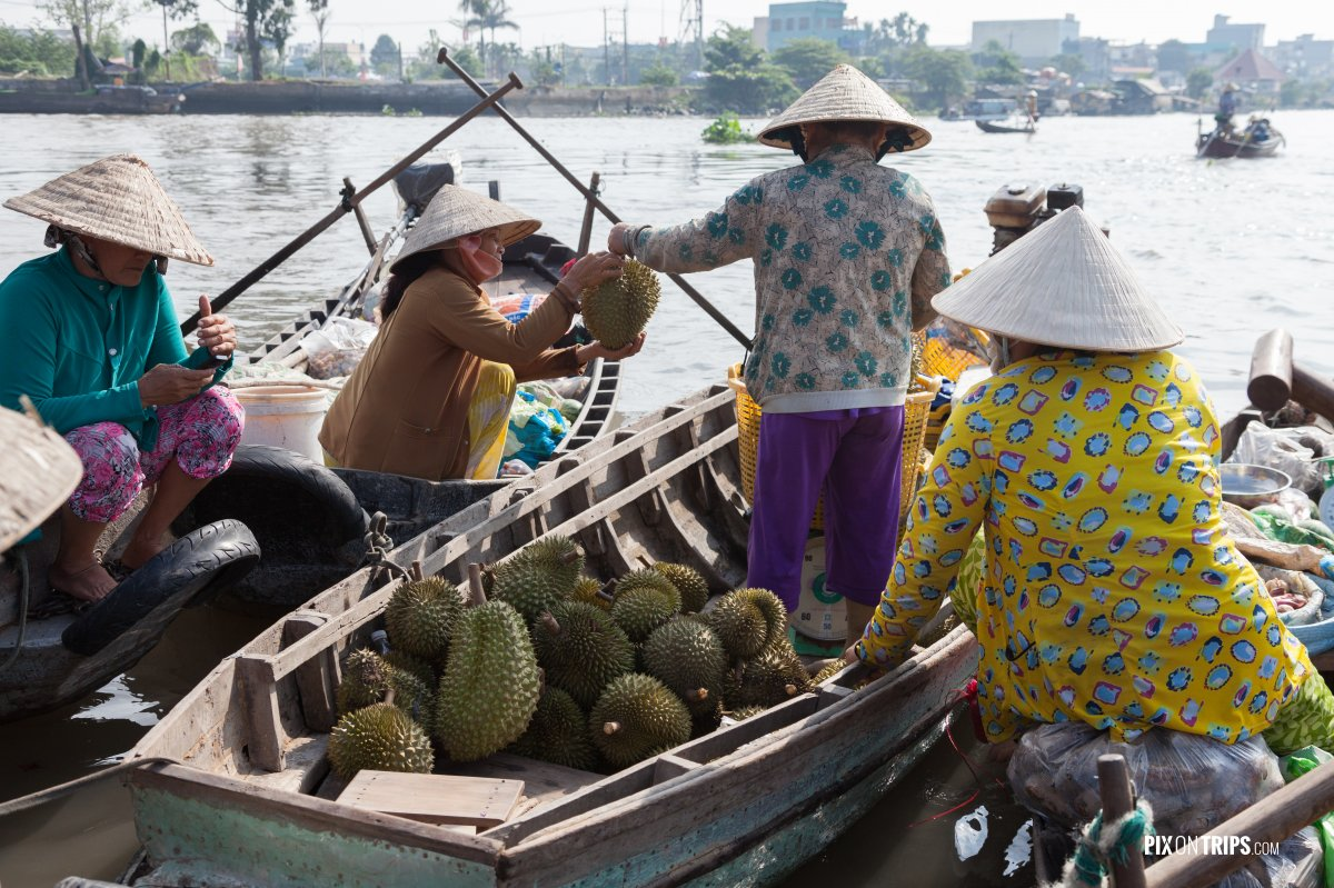 Vendors at Cai Be floating market, Vietnam - Pix on Trips