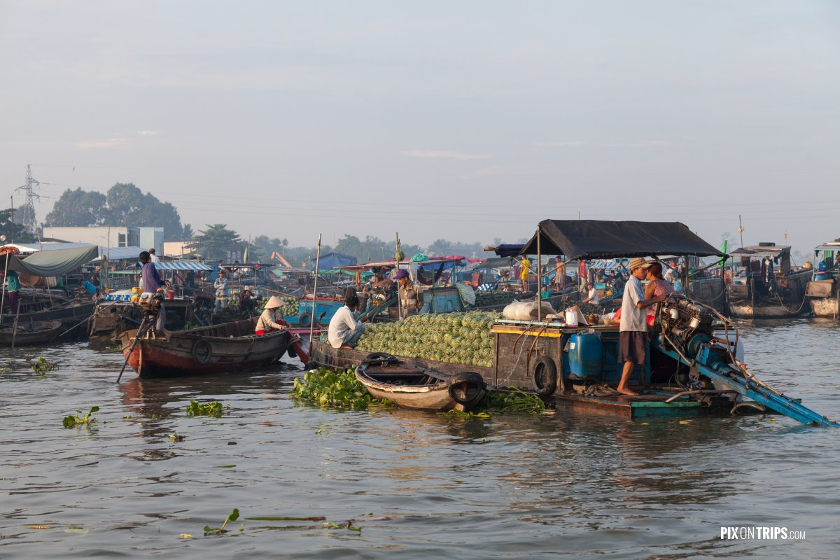 Vendors at Cai Rang floating market in early morning, Vietnam - Pix on Trips