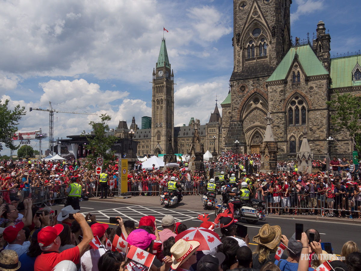 Motorcade arrives at Parliament Hill during 2016 Canada Day celebrations in Ottawa