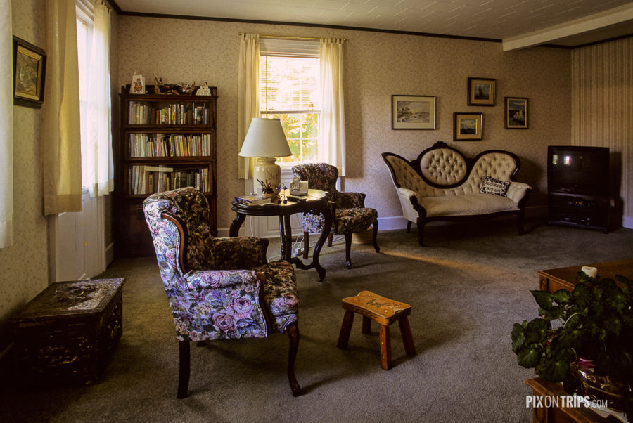 Living room of Red Door B&B with hundred years old furnitures