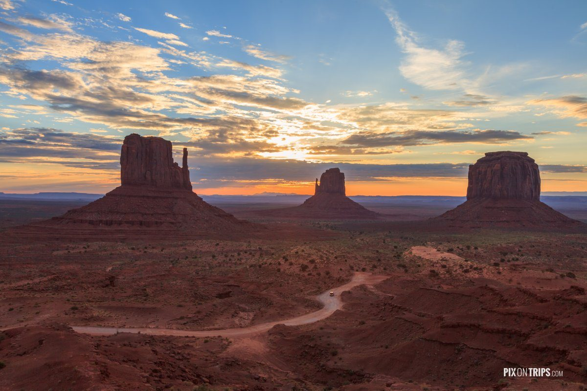 Monument Valley Navajo Tribal Park at sunrise - Pix on Trips