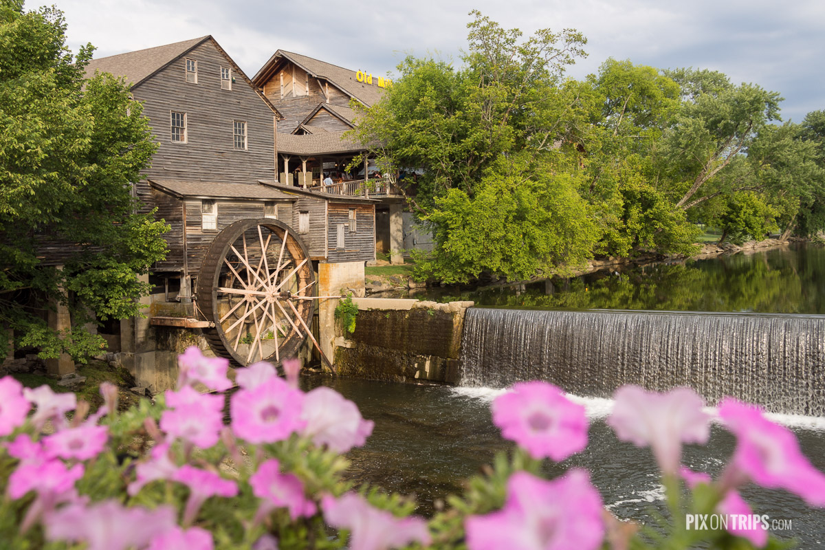 The Old Mill Restaurant of Pigeon Forge - Pix on Trips