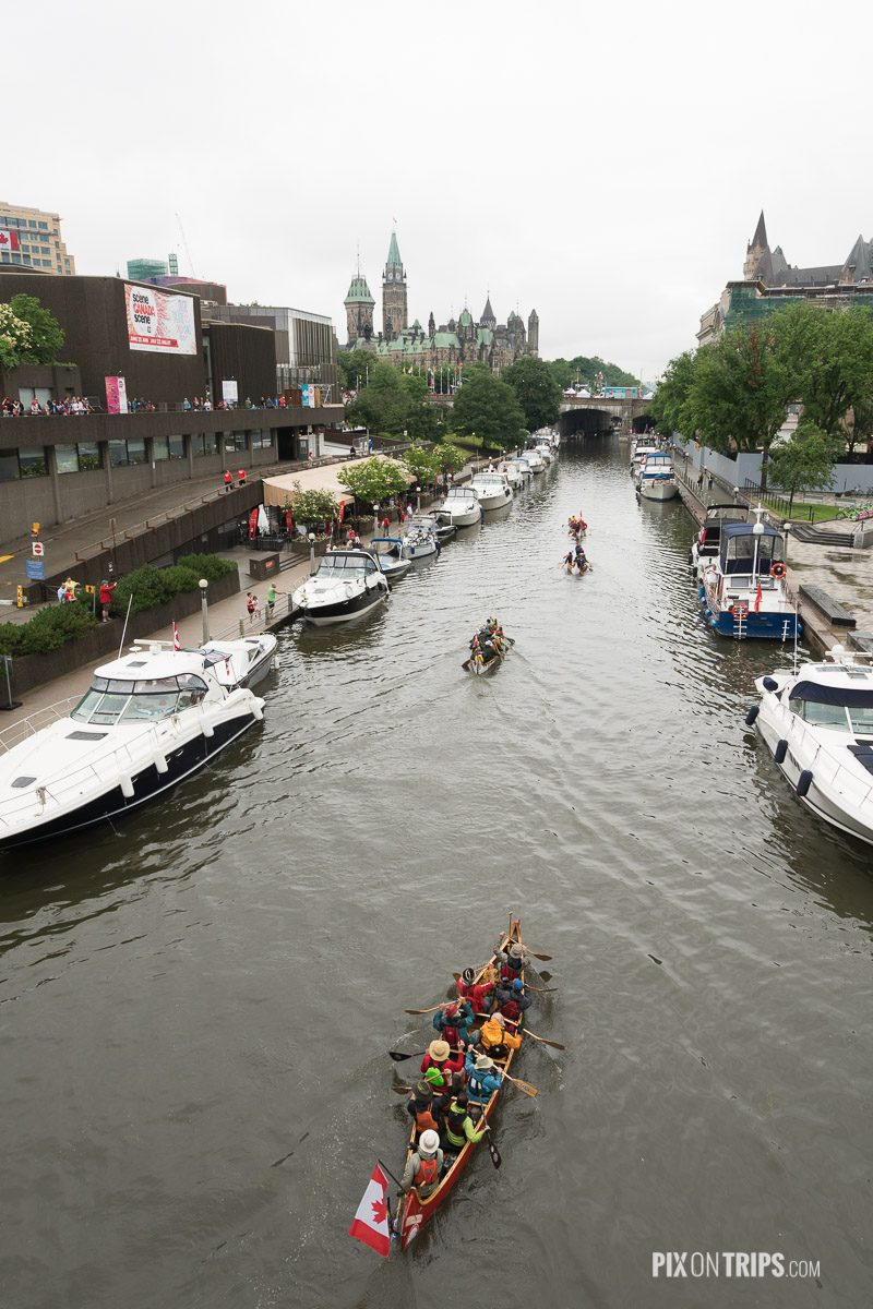 People come into downtown Ottawa by canoes - Pix on Trips