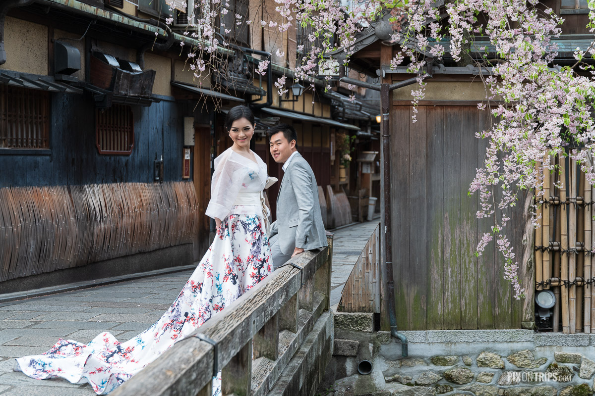 Couple pose for wedding photo in the Gion District of Kyoto during cherry blossoming season, Japan - Pix on Trips